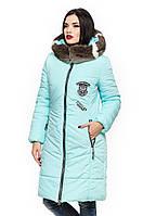 Зимняя куртка с меховым воротником-капюшоном.