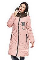 Зимняя куртка нежной расцветки с меховым воротником-капюшоном.