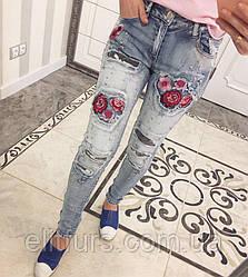 Джинсы женские модные с цветочной аппликацией