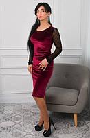 Красивое приталенное платье из однотонного велюра цвета марсала