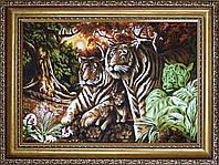 Тигри з бурштину