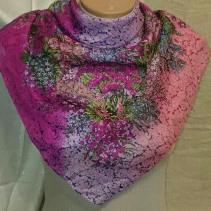 Платок женский с разноцветными цветами