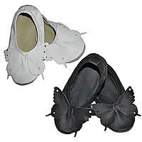 Чешки кожаные детские с бабочкой белые / черные