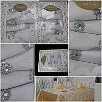 Подарочный набор - скатерть с салфетками и кольцами, парча, серебро,скат.-150х220 см., салф.-45х45см., 720/395