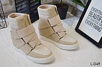 Сникерсы женские на танкетке бежевые, стильные, удобные, демисезонная обувь, фото 1
