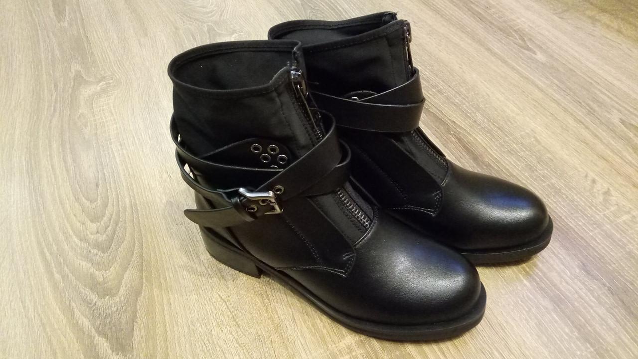 Женские демисезонные ботинки с хомутом черные