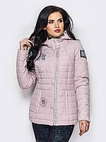 Демисезонная женская короткая куртка с нашивками в нежных оттенках 90279/1