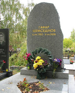 Надгробный могильный камень № 1