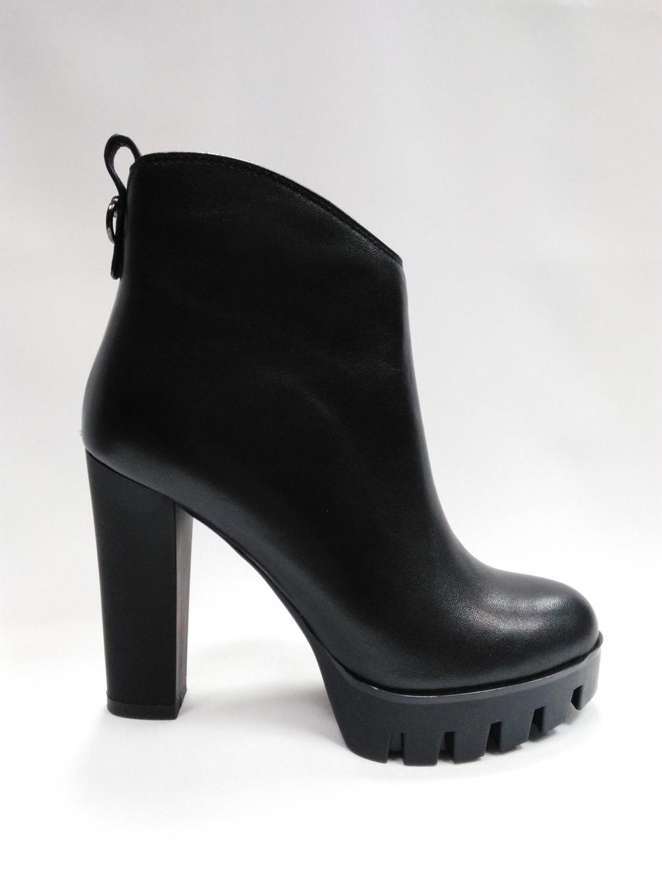 Черные ботиночки на каблуке ERISSES. Ботильйоны.  Маленькие размеры ( 33 - 35 ).