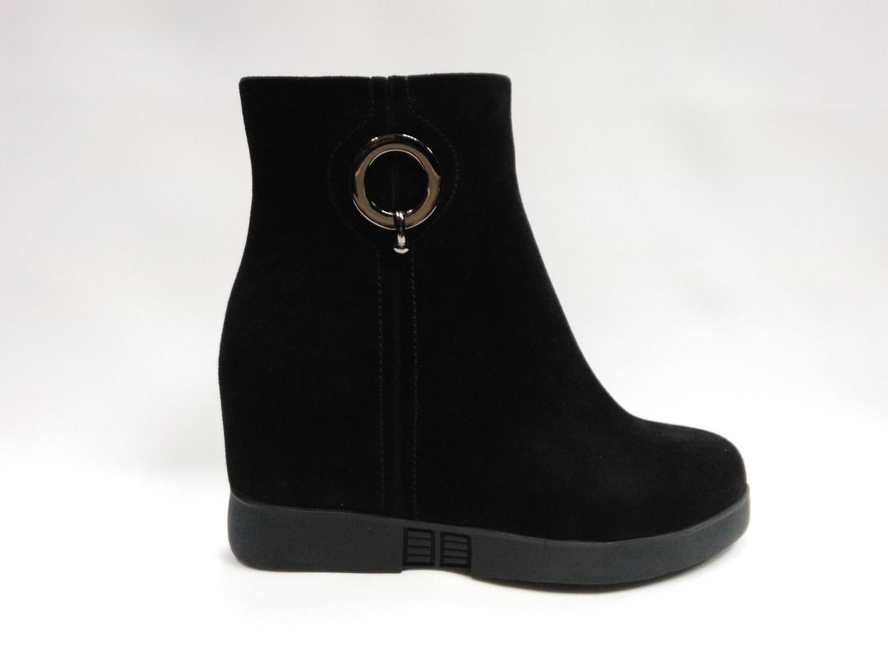 Черные замшевые ботинки  Еrisses на скрытой танкетке. Ботильоны.  Маленькие размеры (33 - 35).