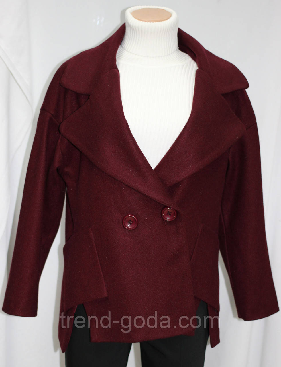 Пальто весеннее короткое, приспущенный рукав, бордовое