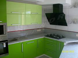 Кухня с крашеным МДФ фасадом и встроенным холодильником , фото 2