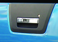 Накладка на крышку багажника Nissan Navara (на ручку) OmsaLine