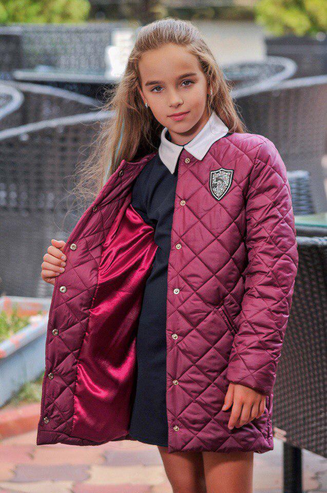 Демисезонная куртка на девочку с утеплителем и подкладом.
