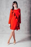 Яркое женское платье cвободного покроя с воланами