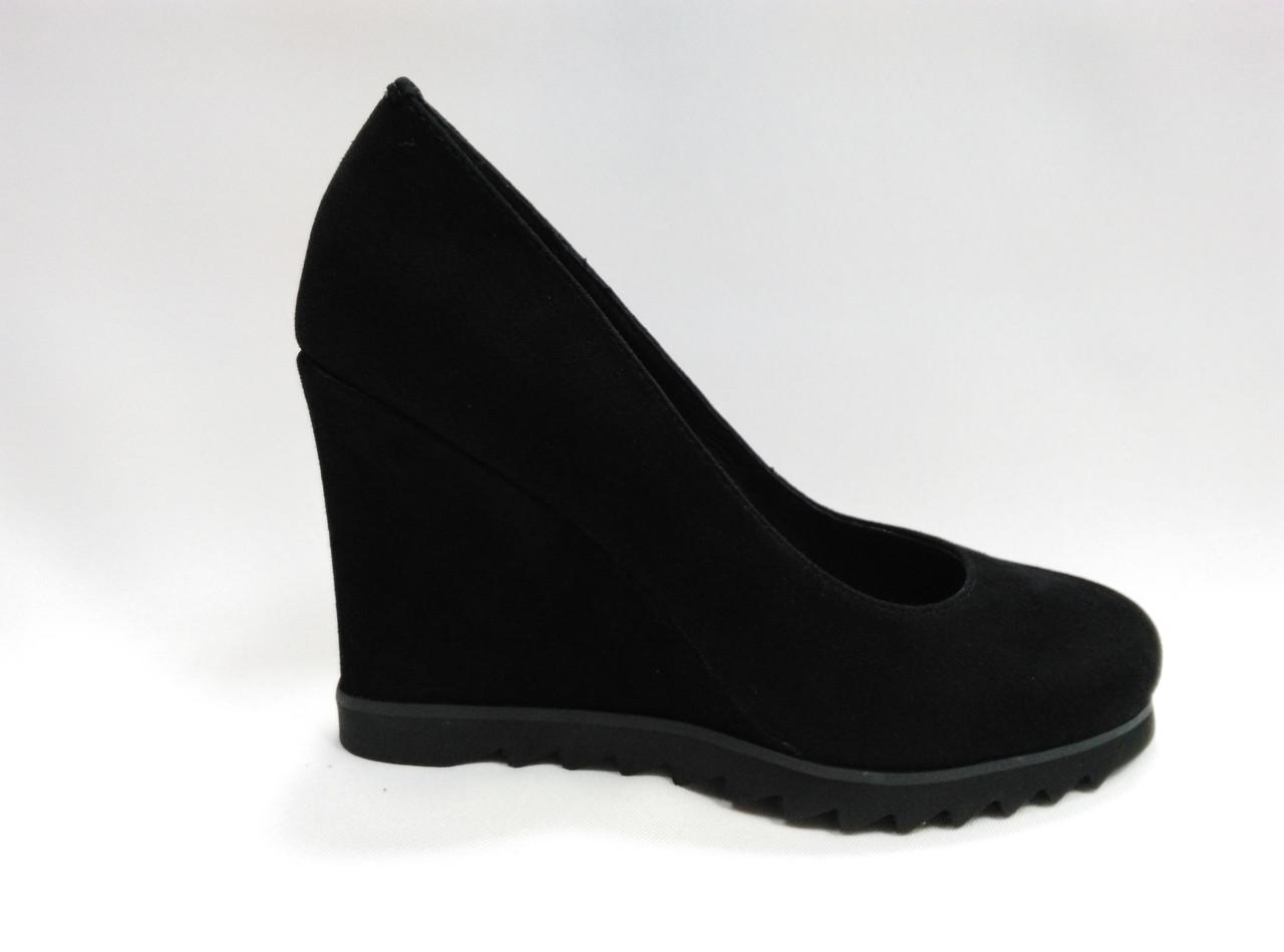 Черные замшевые туфли Еrisses на танкетке. Маленькие размеры ( 33 - 35 )..