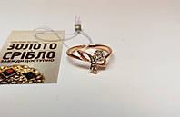 Золотое кольцо с камнями, женское. Вес 1,92 грамм. Размер 19.
