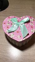 Коробка подарочная в форме сердца средняя