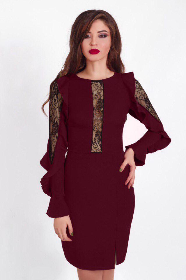 227d8176b3d Короткое вечернее платье футляр с гипюровыми вставками на рукавах и декольте