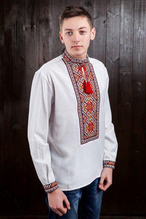 Мужская рубашка с красной вышивкой Мирослав