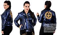 Женская куртка-бомбер, больших размеров 48+ украшена нашивками, с напылением / 3 цвета арт 4081-92