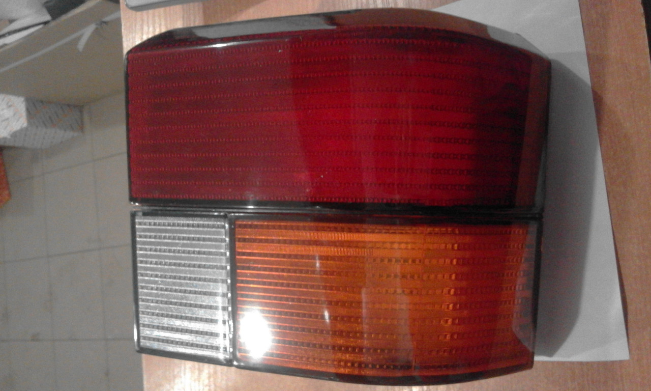 Ліхтар задній лівий (жовтий поворот) VW Transporter T4 90-03