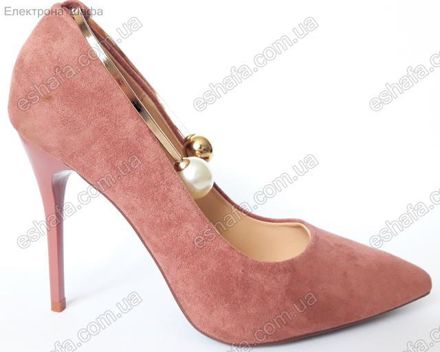 Женскиe лаковые туфли лодочки с металлическим браслетом