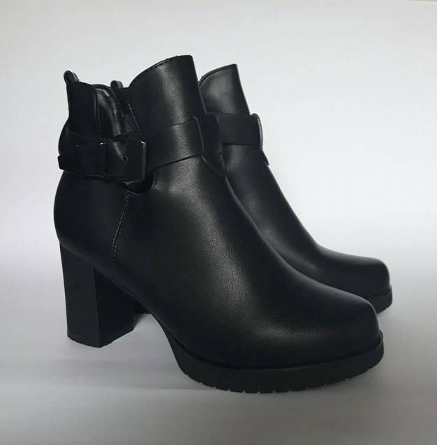 Ботинки с вырезами по бокам и ремешок, фото 2
