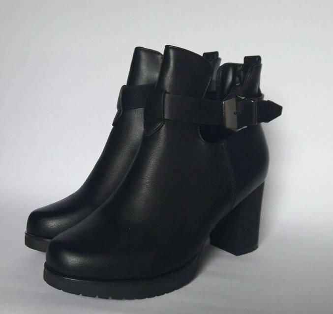 Ботинки с вырезами по бокам и ремешок, фото 3