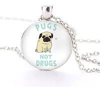 Кулон Мопс Pugs not drugs, фото 1