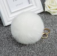 Меховой шарик брелок на рюкзак Белый