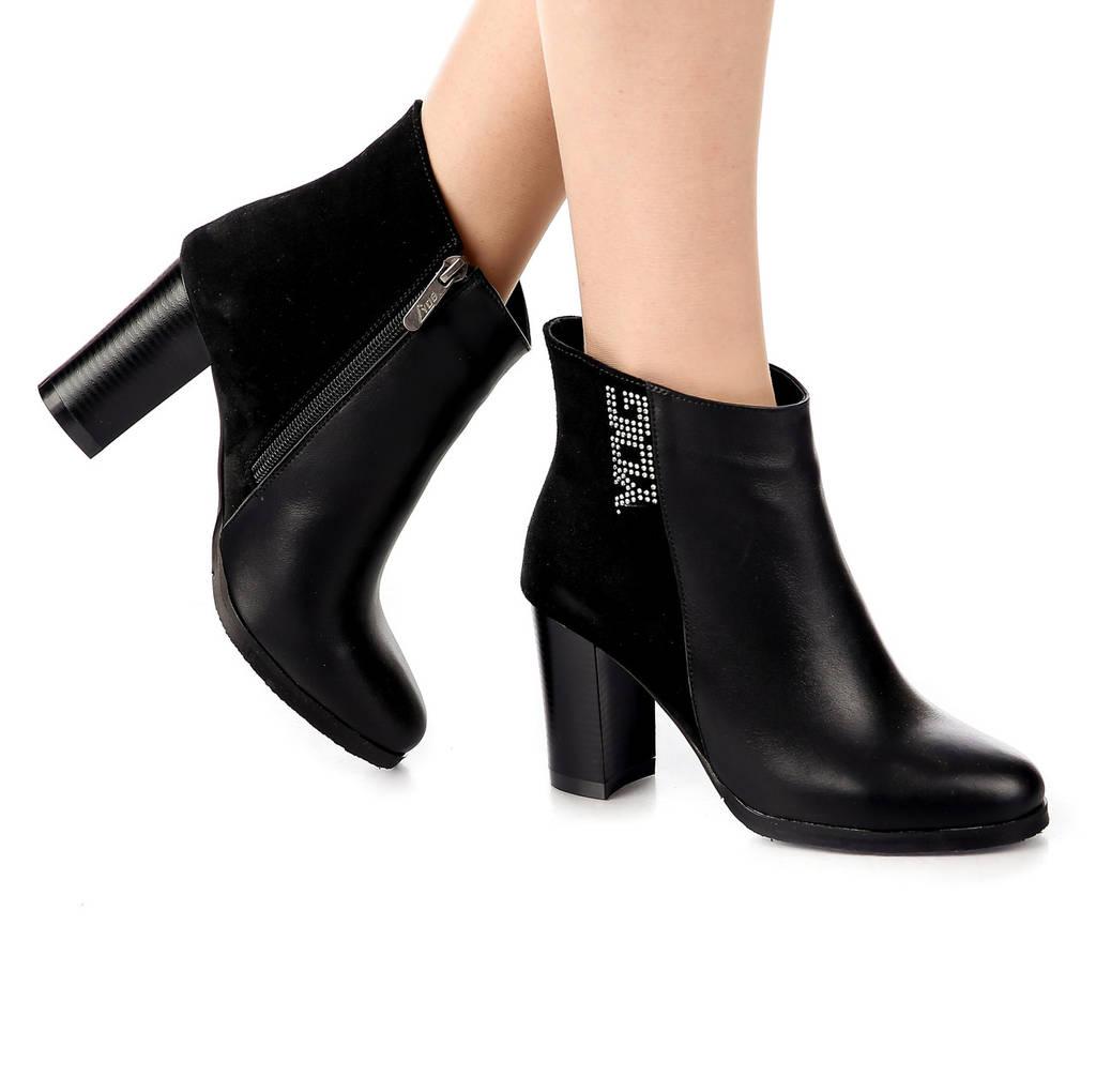 Ботинки женские демисезонные чёрные из кожи и замши на высоком каблуке
