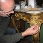 Золочение элементов мебели