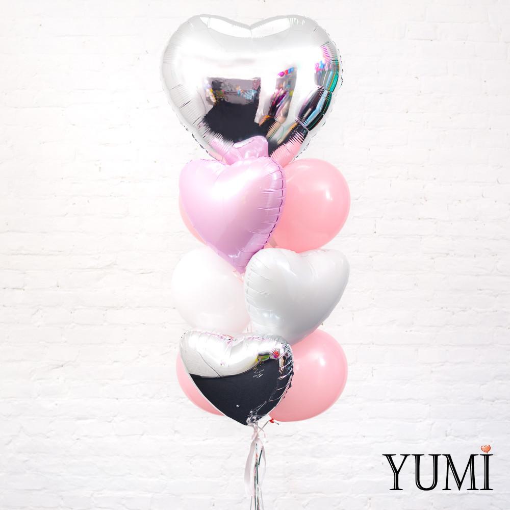 Нежная композиция из шариков с гелием для девушки
