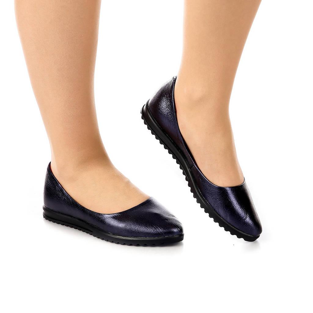 Балетки женские кожаные на чёрной подошве фиолетовые