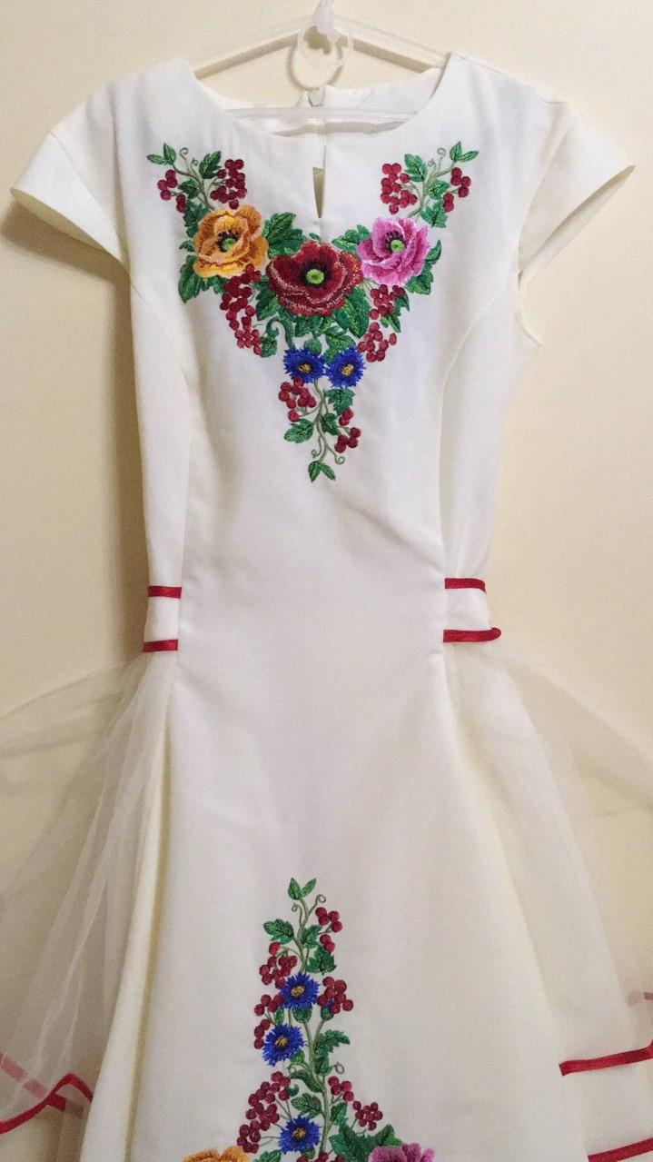 Вишита сукня для дівчинки машинна робота 146-164 ріст  продажа b6f1ab8b97ce3