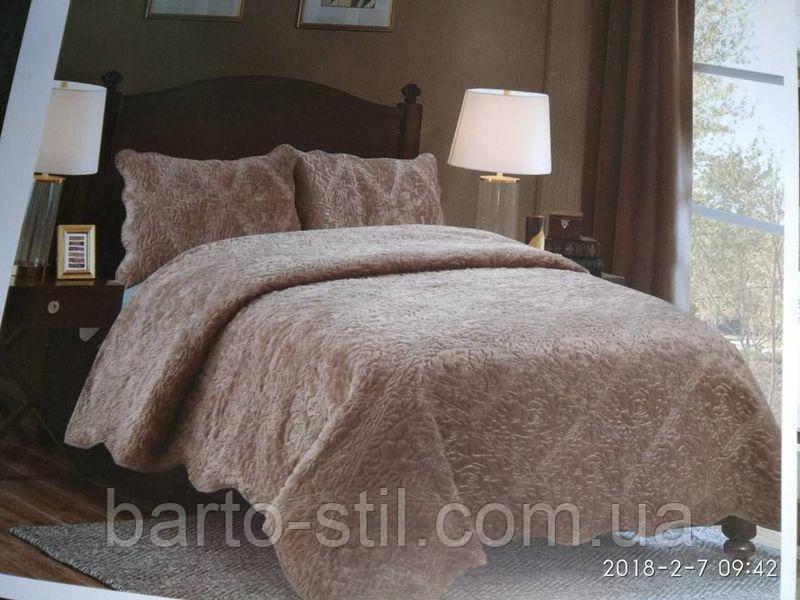 Однотонное ворсистое стеганое покрывало на кровать, евро размер  с наволочками. Цвет кофе.