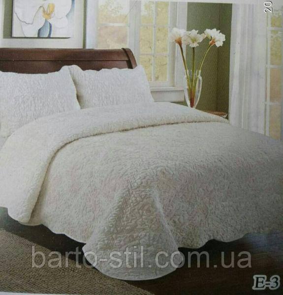 Однотонное ворсистое покрывало на кровать молочного цвета.Размер 2.20 на 2.40.