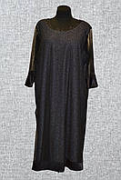 Женское платье украшено сеткой