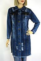 Жіночий короткий джинсовий плащ з рваними встаками