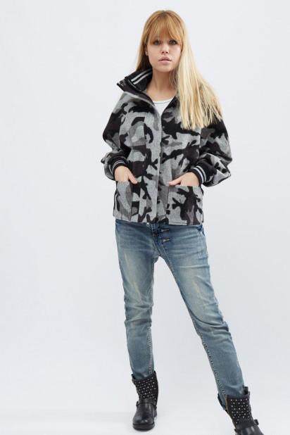 Короткое пальто в стиле милитари