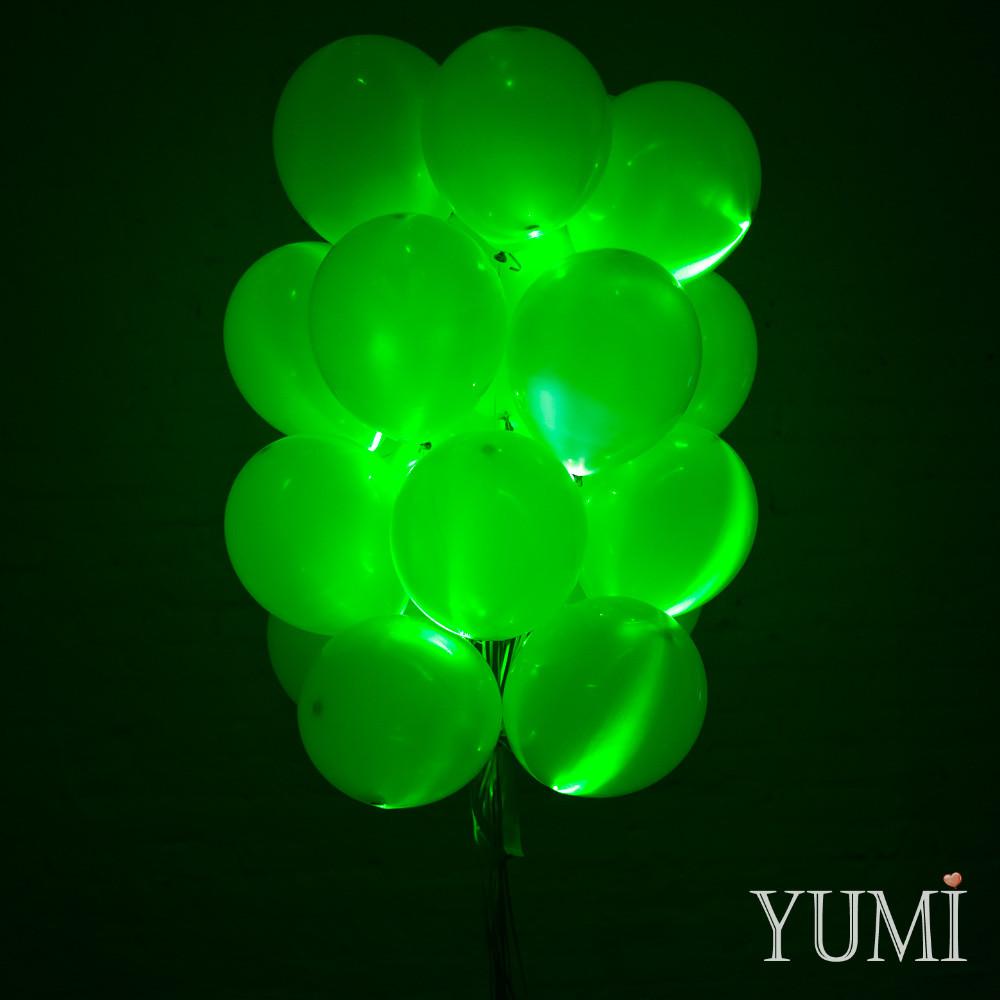 Композиция из 20 зелёных светящихся воздушных шаров