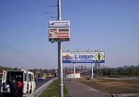 Cветовые дорожные указатели на столбах