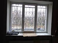 Решетка на окно сварная с элементами ковки - 58