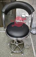 Черное парикмахерское кресло