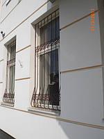 Решетка на окно сварная с элементами ковки - 64