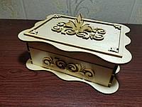 Шкатулка из дерева резная с декором