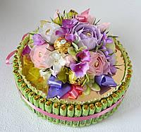 """Торт-коробочка из конфет """"Нежность сирени"""""""