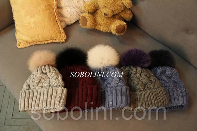 шапочки вязанные с пампоном в подарок для любимых