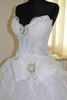 Платье белое с бантом
